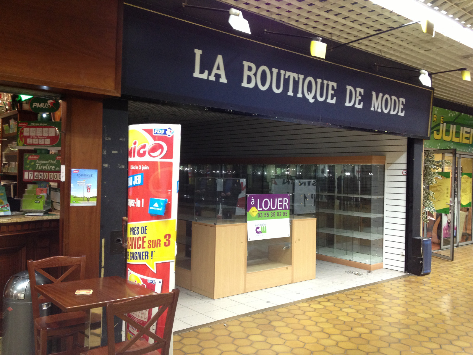Vente immobilier professionnel local commercial auchan for Code postal woippy